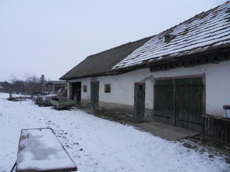 Na predaj dom s obrovským pozemkom v centre dediny Okres Komárno LRo-PN-723