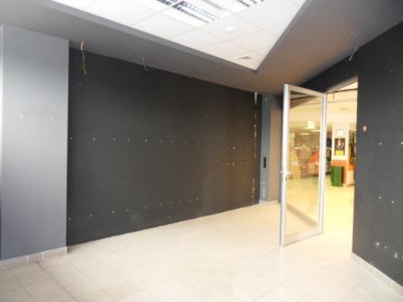 Na prenájom obchodné a kancelárske priestory v nákupnom centre Shopping center v Komárne Okres Komárno LRo-PN-781