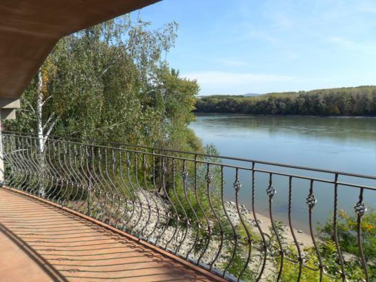 Rodinný dom  pri brehu Dunaja pre jachtárov Okres Komárno VK-PN-99