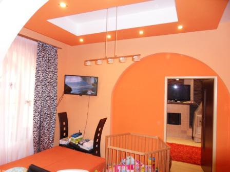 Moderne prestavaný 2-izb. dom + 7 izb.penzión v centre Komárna Okres Komárno LRo-PN-1091