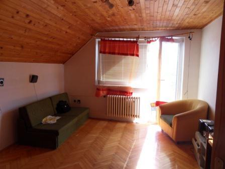Predám poschodový rodinný dom v KN časť Nová Stáž Okres Komárno LRo-PN-1108