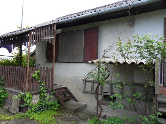 Na predaj záhrada s chatou v Komárne pri čerpačke Real Okres Komárno LRo-PN-1268