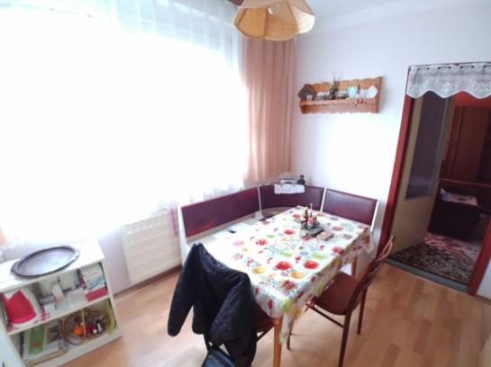 Na predaj veľkoplošný 3-izb. byt na 7. sidlisku Okres Komárno LRo-PN-1356