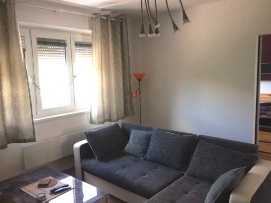 Moderný pôvodne 3-izbový tehlový byt s vlastným kúrením v absolútnom centre mesta Okres Komárno LR-PN-1311