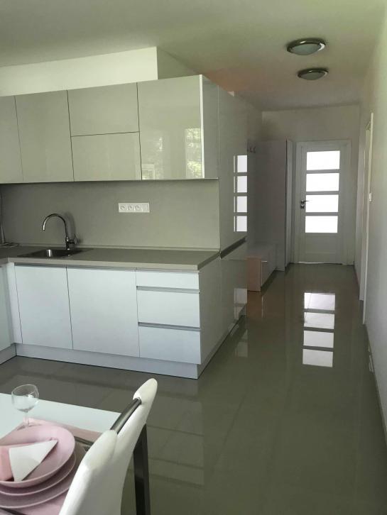 LEN SA NASŤAHOVAŤ!  Moderný 2 izbový byt na PREDAJ - KN Okres Komárno ksk-PN-1308
